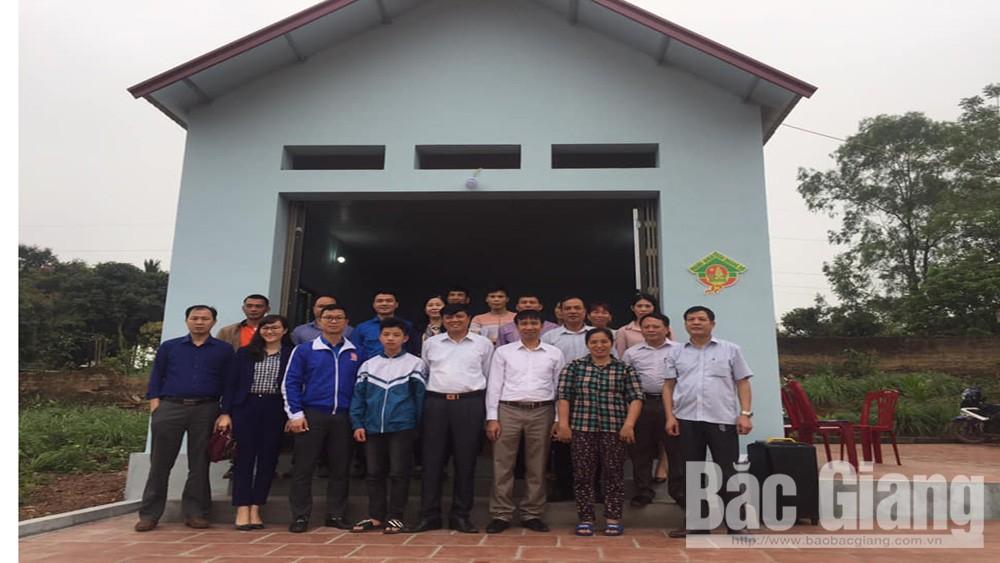 Lạng Giang trao nhà nhân ái cho hộ có hoàn cảnh khó khăn